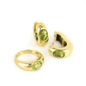 18k Yellow Gold Peridot Ring and Earring Suite